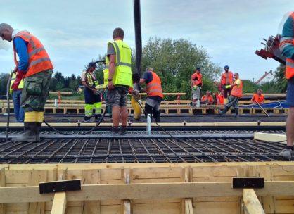 Betonáž mostovky ve Svinarech