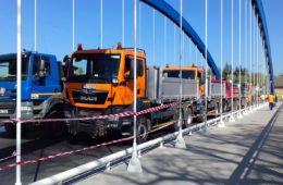 Zatěžkávací zkouška nového mostu ve Svinarech